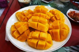 mango-cut-up