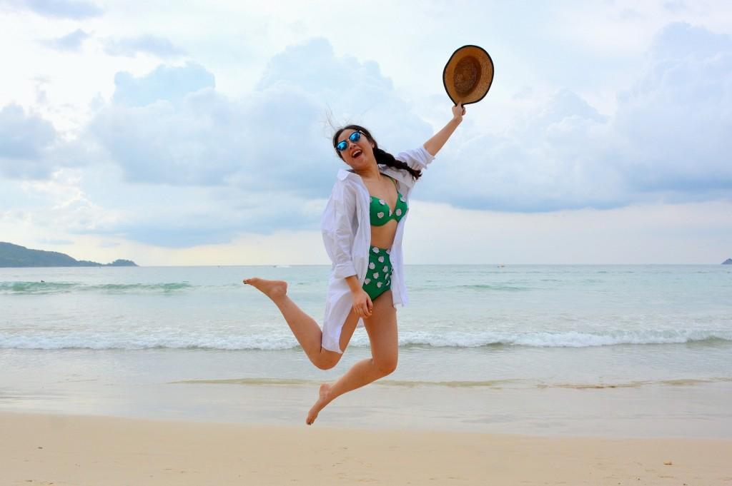 travel-lady-on-beach